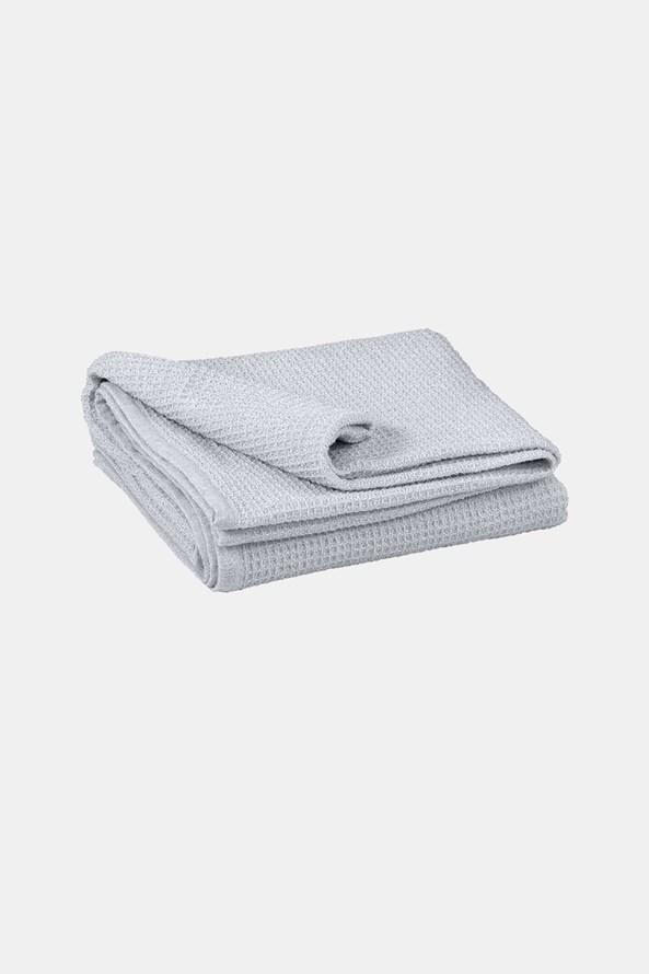 Luxusná prikrývka na posteľ Siesta sivá